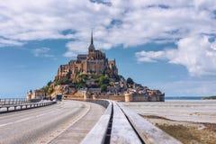 Schöner Panoramablick berühmten Le Gezeiten- Mont Saint-Michel ist Stockbild
