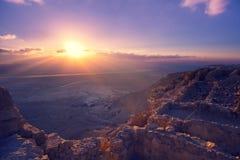 Schöner purpurroter Sonnenaufgang über Masada-Festung stockbilder