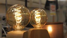 Schöner Retro- Edison-Lichtlampenluxusdekor stock video footage