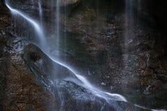 Schöner ruhiger langer Belichtungswasserfall-Detail Intimate landet lizenzfreies stockfoto