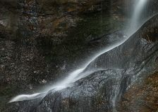 Schöner ruhiger langer Belichtungswasserfall-Detail Intimate landet lizenzfreie stockfotografie