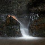 Schöner ruhiger langer Belichtungswasserfall-Detail Intimate landet stockfotografie