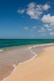Schöner Sandy-tropischer Strand-Ozean-Meerblick lizenzfreies stockbild