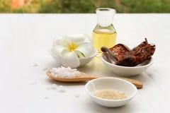 Schöner Satz Badekurortzusammensetzung mit thailändischem Kraut und Öl mit bokeh Stockbilder