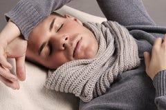 Schöner schlafender Mann Lizenzfreie Stockbilder