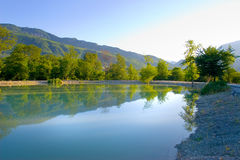 Schöner See im Holz Stockfoto