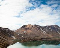 Schöner See in Island am trailhead lizenzfreies stockfoto