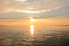 Schöner Seeufer-Sonnenuntergang Lizenzfreie Stockbilder