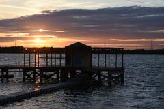 Schöner Sommer-Sonnenuntergang bei Chasewater, Staffordshire Stockfotos