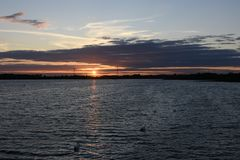 Schöner Sommer-Sonnenuntergang bei Chasewater, Staffordshire Stockbilder