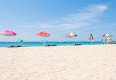 Schöner Sommer-Strand Phuket Thailand Stockfotos