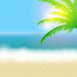 Schöner Sommerhintergrund mit Strand, Meer, Sonne Lizenzfreies Stockfoto