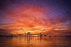 Schöner Sonnenaufgang bei baan Pak Pra Thailand Lizenzfreie Stockfotografie