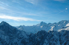 Schöner Sonnenaufgang an den Bergen mit Wolken lizenzfreie stockbilder
