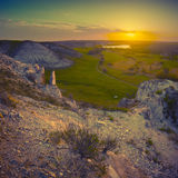 Schöner Sonnenaufgang in einem Berg-valley_vintage stockfotos