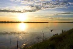 Schöner Sonnenaufgang Flussufer Stockfotografie
