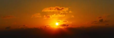 Schöner Sonnenaufgang in Santorini, Griechenland stockfotografie