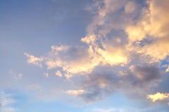 Schöner Sonnenaufgang und Sonnenuntergang Stockfotos