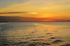 Schöner Sonnenuntergang am Äquator stockbilder