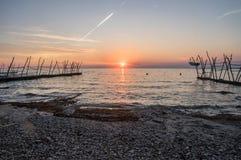 Schöner Sonnenuntergang über adriatischem Meer in Kroatien Stockfotografie
