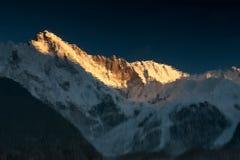 Schöner Sonnenuntergang über Berg-Cho Oyu-Reflexion Stockfotografie