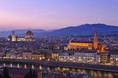 Schöner Sonnenuntergang über dem Fluss Arno in Florenz lizenzfreie stockbilder