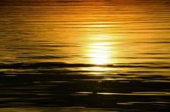 Schöner Sonnenuntergang über dem Meer stockbilder