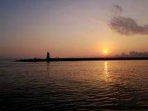 Schöner Sonnenuntergang über der Stadt im Hafen von Portimao, Algarve portugal Stockbilder