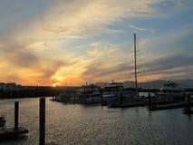 Schöner Sonnenuntergang über einem Bootshafen in San Francisco stockfotografie