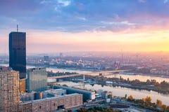 Schöner Sonnenuntergang über Wien stockbilder