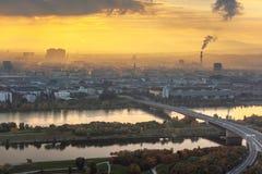 Schöner Sonnenuntergang über Wien stockbild