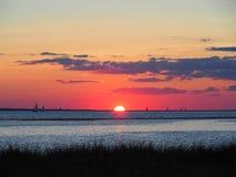 Schöner Sonnenuntergang auf dem Ozean Stockfoto