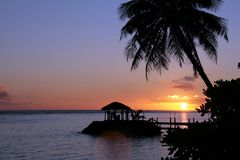 Schöner Sonnenuntergang auf einem samoaischen Strand Lizenzfreie Stockfotos