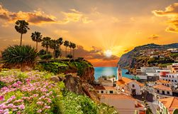 Schöner Sonnenuntergang in Camara de Lobos-Region, Madeira-Insel stockbild