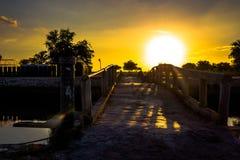 Schöner Sonnenuntergang der Brücke Lizenzfreie Stockfotos