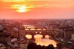 Schöner Sonnenuntergang an der mittelalterlichen Stadt von Florenz Lizenzfreie Stockbilder