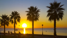 Schöner Sonnenuntergang in Meer Lizenzfreie Stockbilder