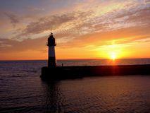 Schöner Sonnenuntergang in Meer Stockbild