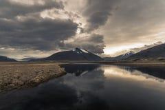 Schöner Sonnenuntergang mit Reflexion nahe Hoffell in Südost-Island Lizenzfreies Stockbild