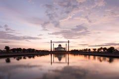 Schöner Sonnenuntergang mit Schattenbildmoschee Lizenzfreie Stockbilder