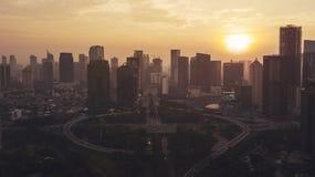 Schöner Sonnenuntergang mit Semanggi-Straßenschnitt Lizenzfreie Stockbilder