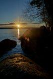 Schöner Sonnenuntergang nachgedacht über den See Lizenzfreies Stockfoto