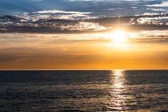 Schöner Sonnenuntergang an St. Kilda Pier, Melbourne lizenzfreie stockfotografie