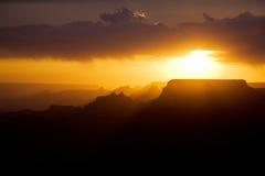 Schöner Sonnenuntergang am Wüstenstandpunkt in der großen Schlucht Stockfoto