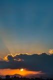 Schöner Sonnenunterganghimmel Lizenzfreie Stockfotos