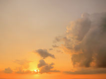 Schöner Sonnenunterganglichthintergrund stockfotografie
