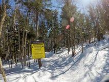 Schöner sonniger Tag auf Steigungen des Schneeschuhberges in den cass West Lizenzfreie Stockfotos