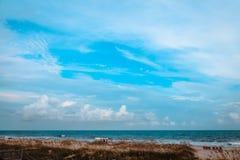 Schöner sonniger Tag an der Ozean-Insel Stockfotografie