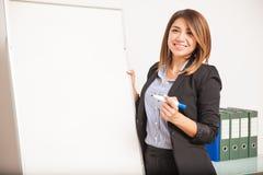 Schöner Sprachlehrer während einer Klasse Stockfotos