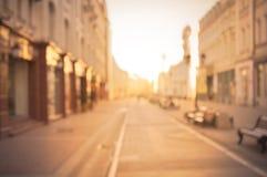 Schöner Stadtstraßenhintergrund zur Sonnenaufgangzeit Stockfotografie